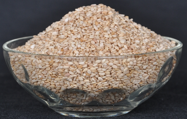 Natural White Sesame Seeds Manufacturer Exporter India