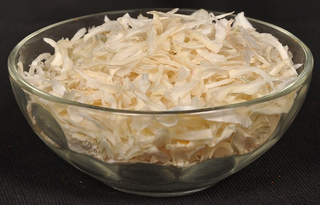 Dehydrated White Onion Flakes Manufacturer Exporter India